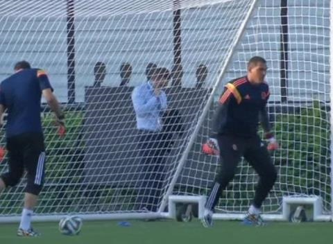 News video: Arsenal Sign Colombia Goalkeeper David Ospina